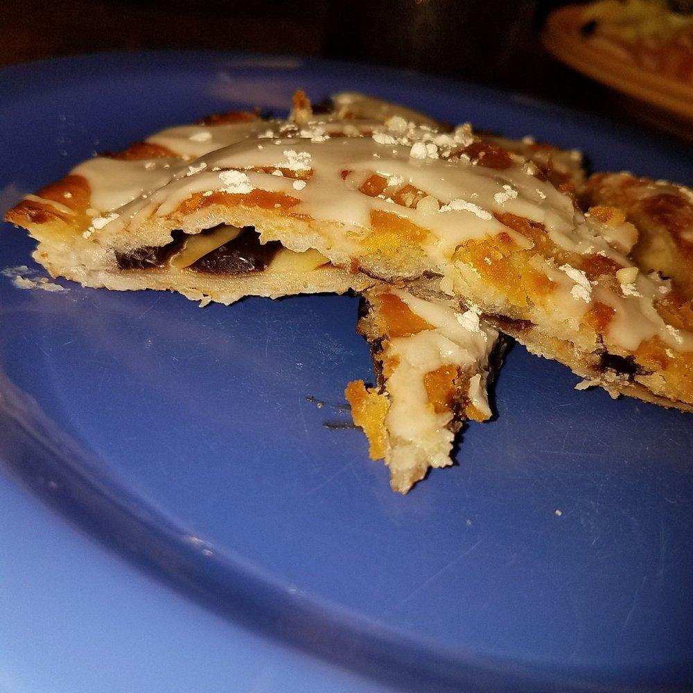 Village Pizza: 853 Squirrel Hollow Dr, Linden, TN