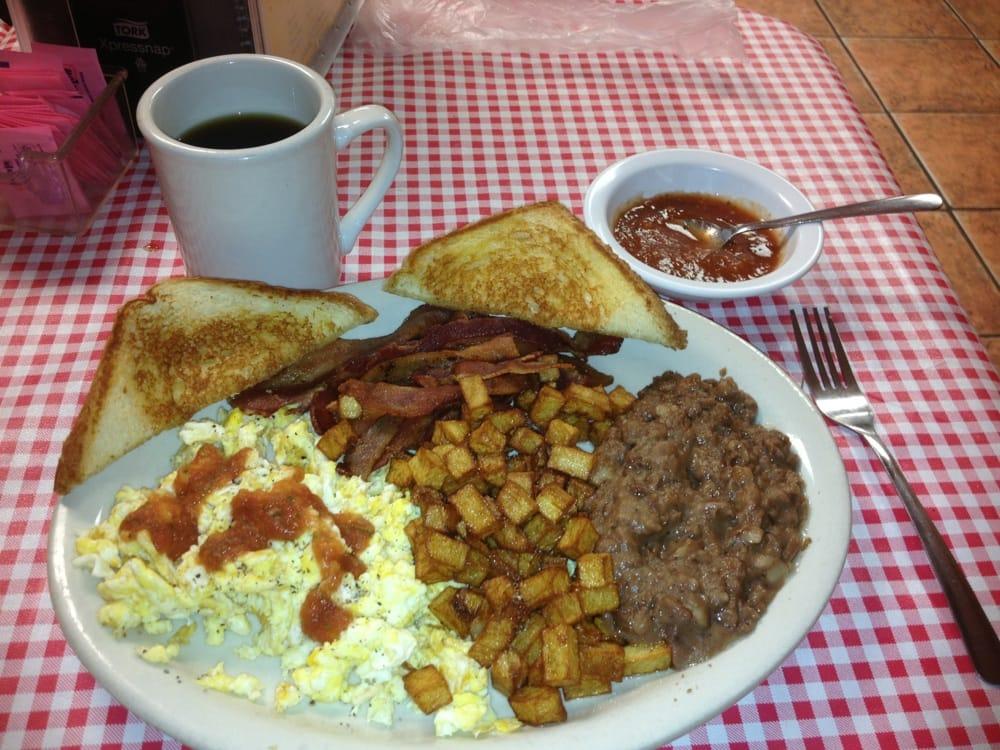 Vaquero' Cafe: 104 N US 377, Rocksprings, TX