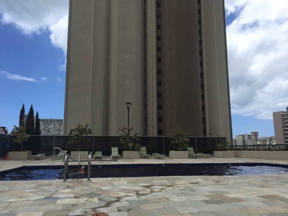 Iolani Court Plaza