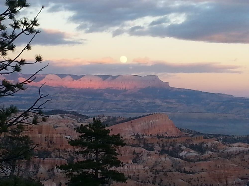 Full Moon Hike: Bryce Canyon, UT