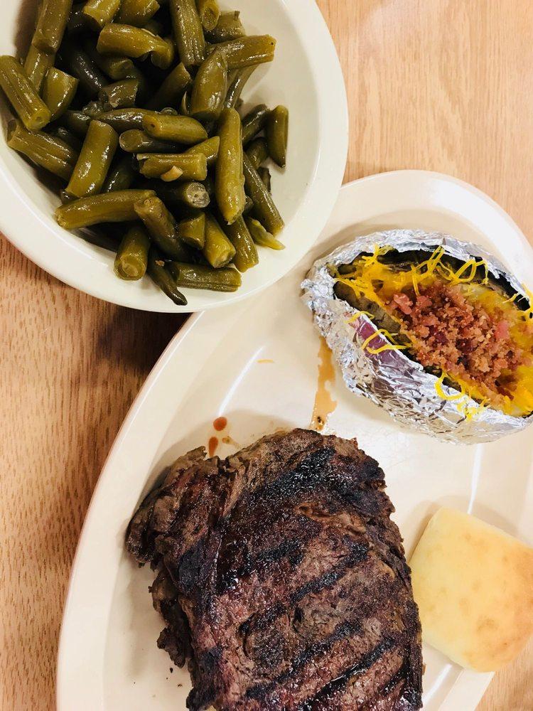 Elmer's Restaurant: 6841 Tallapoosa St, Notasulga, AL