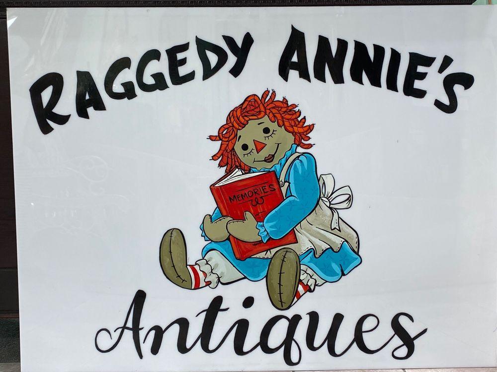 Raggedy Annie's Antiques: 208 W Main St, Park Hills, MO