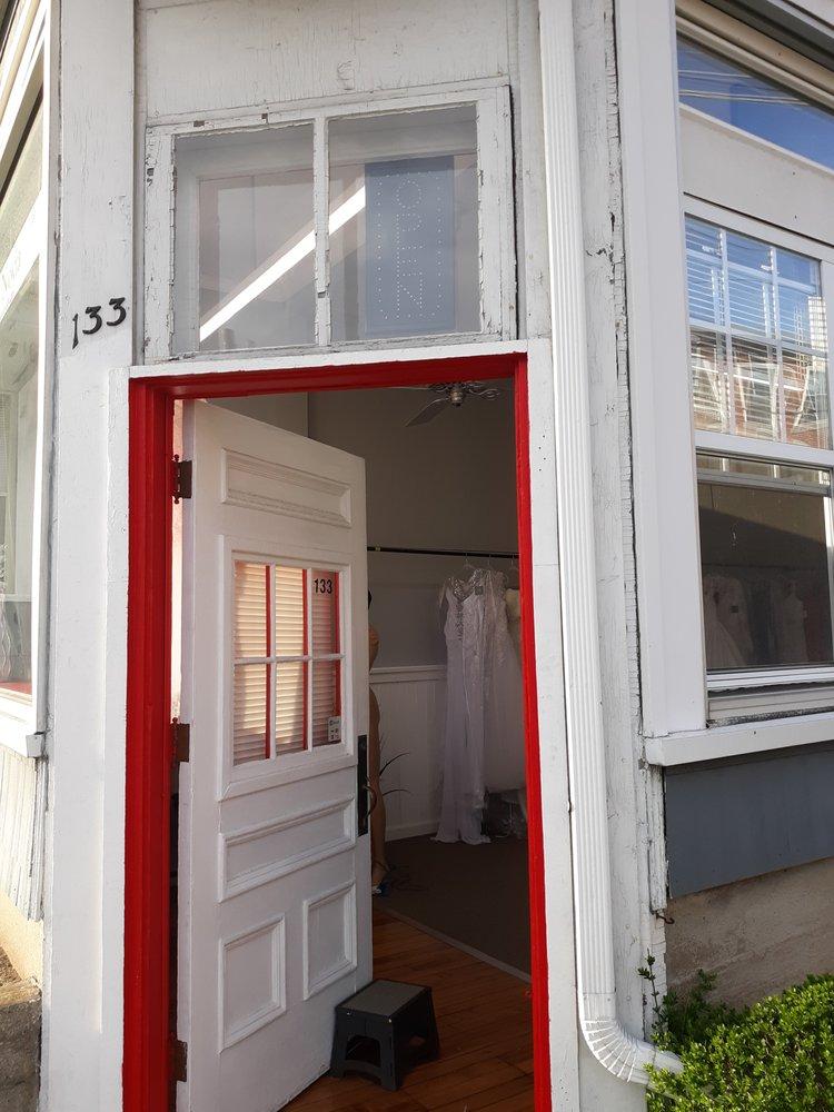La' Novia Bridal & Alterations: 133 W Hancock St, Manchester, NH