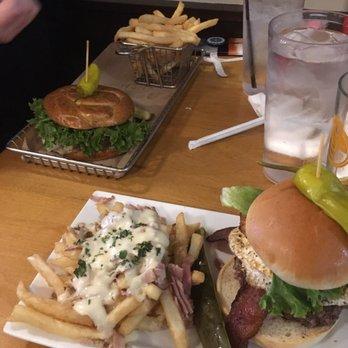 Hops burger bar 74 photos 88 reviews burgers 2138 for Table 6 greensboro nc