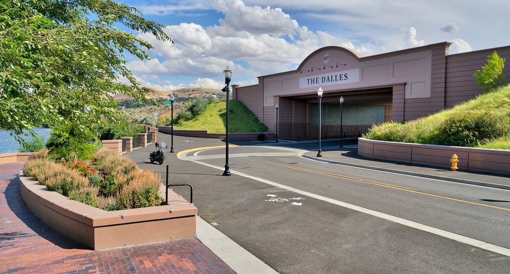 Budget Inn: 118 W 4th St, The Dalles, OR
