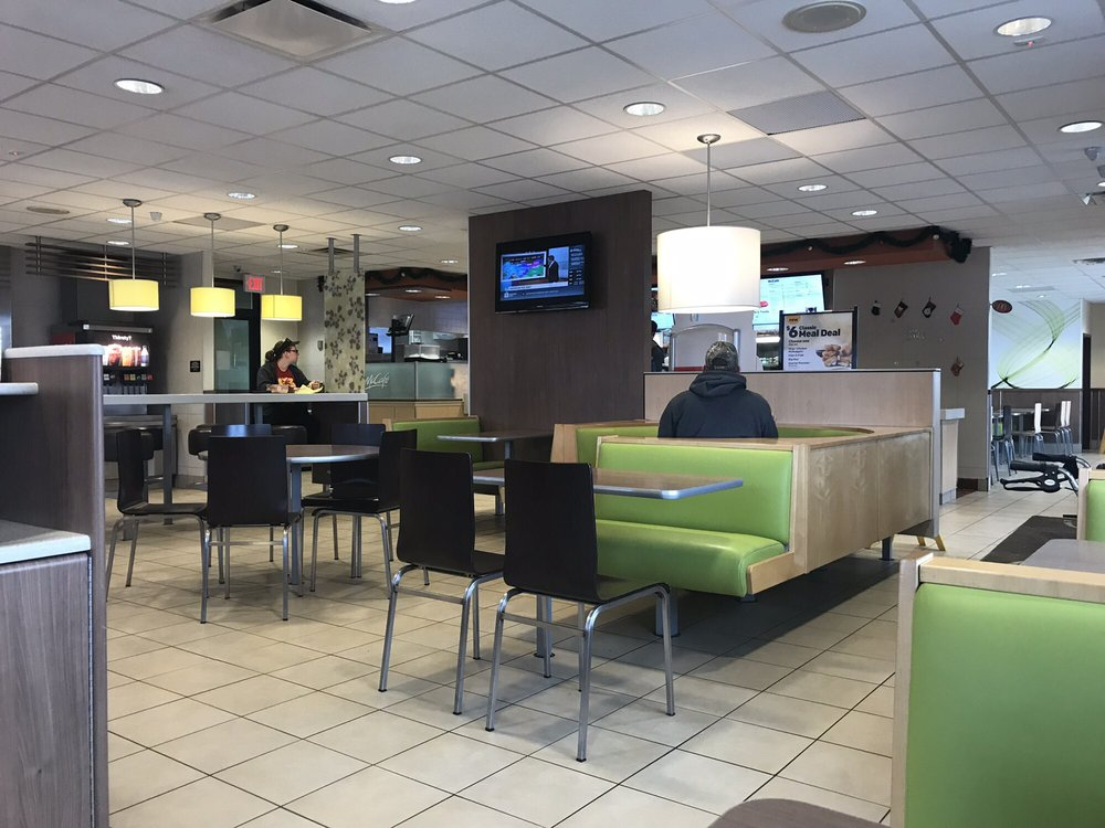 McDonald's: 403 N 2nd St, Aberdeen, SD