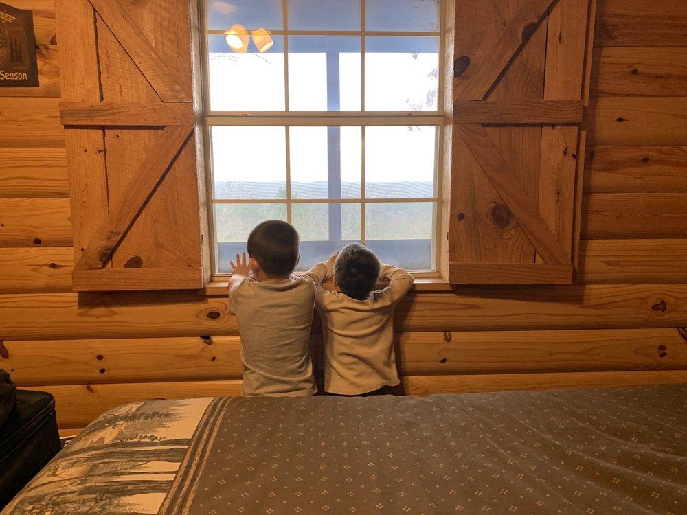 Mena Mountain Top Motel Cabins: 141 Cabins Ln, Mena, AR