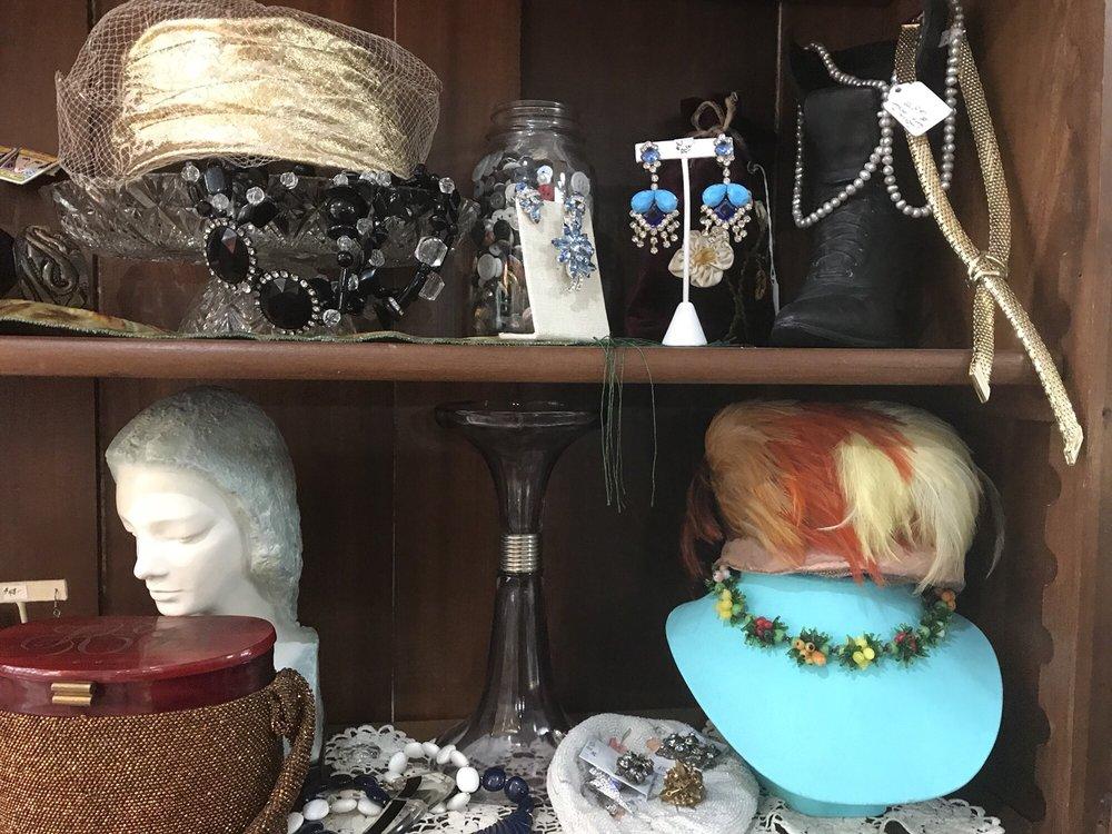 Annie's Gold Antiques & Collectibles: 183 E Park Ave, Empire, CO