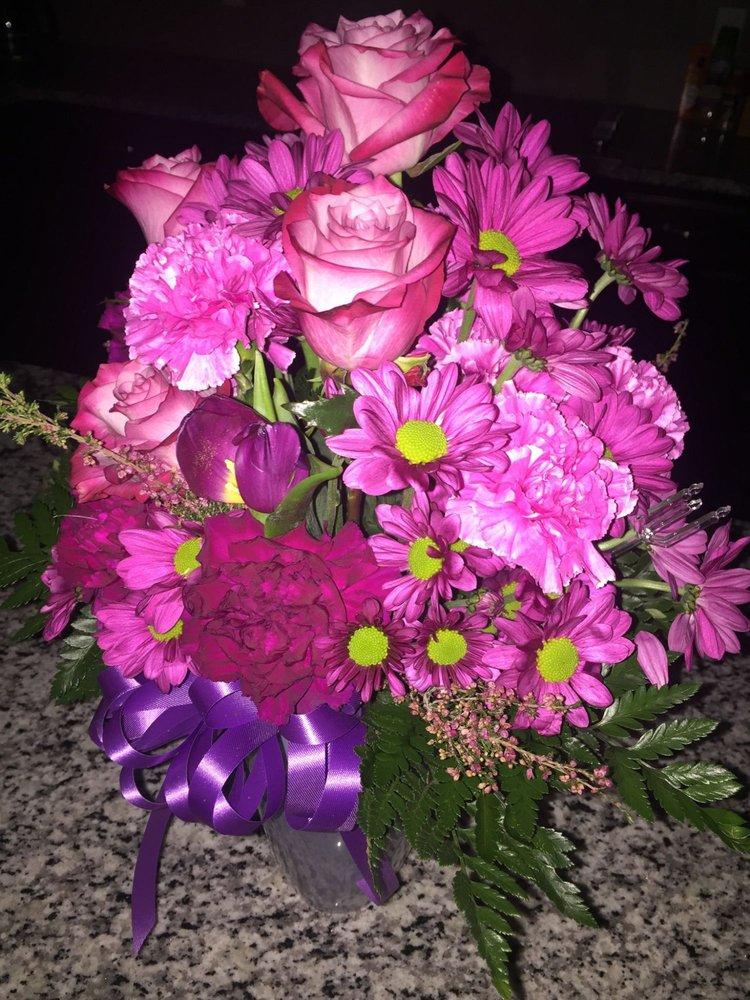 Florabelle Florist & Gifts: 315 General Screven Way, Hinesville, GA