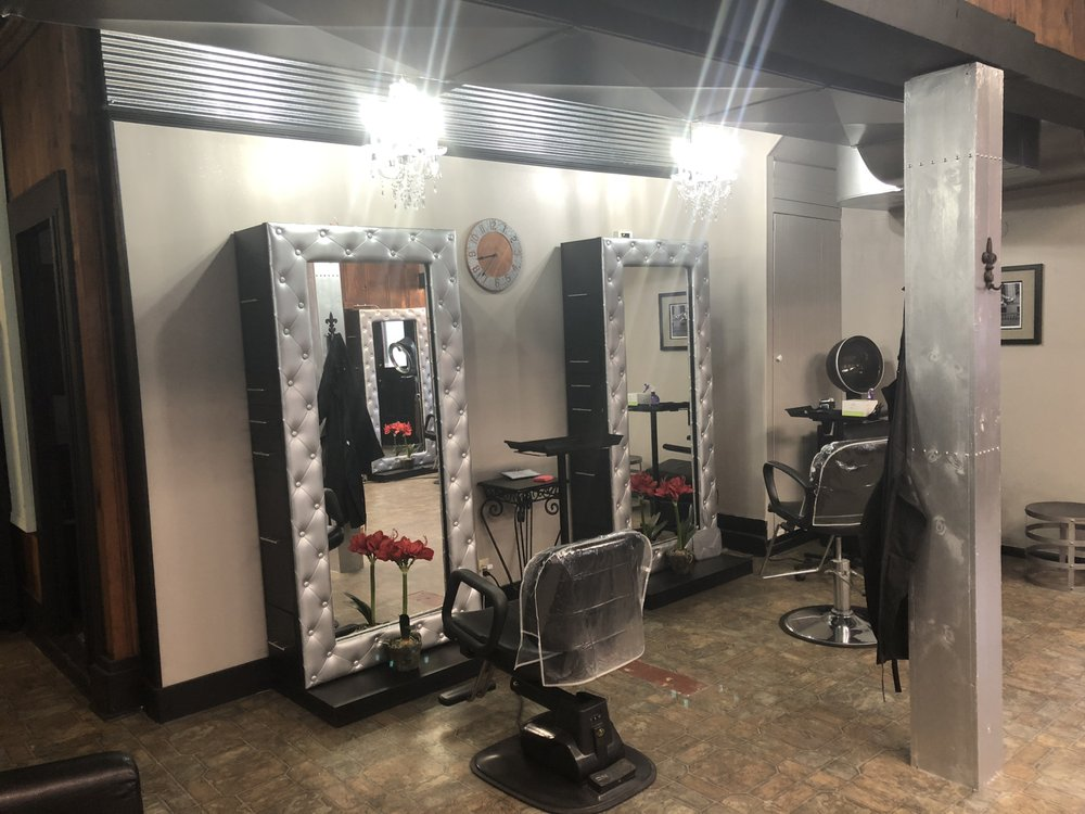 Salon de Charles: 106 W Columbia St, Farmington, MO