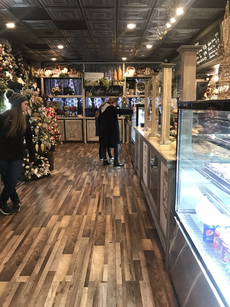 Sugar Lily Bakery & Floral: 210 Jan Howard Expy, West Plains, MO