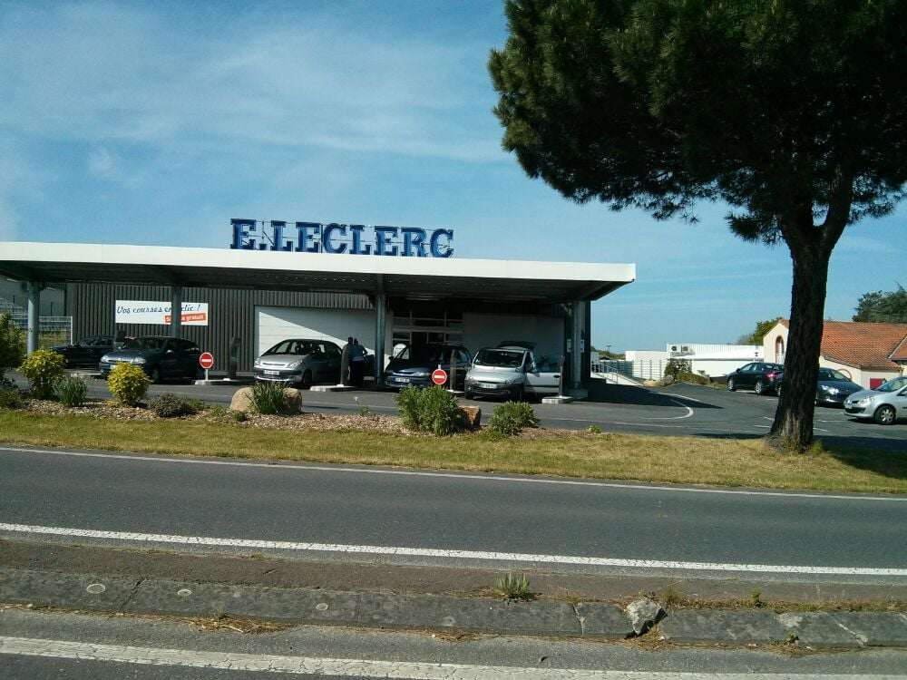 leclerc drive gas stations rue de la fontaine calin clisson loire atlantique france yelp. Black Bedroom Furniture Sets. Home Design Ideas