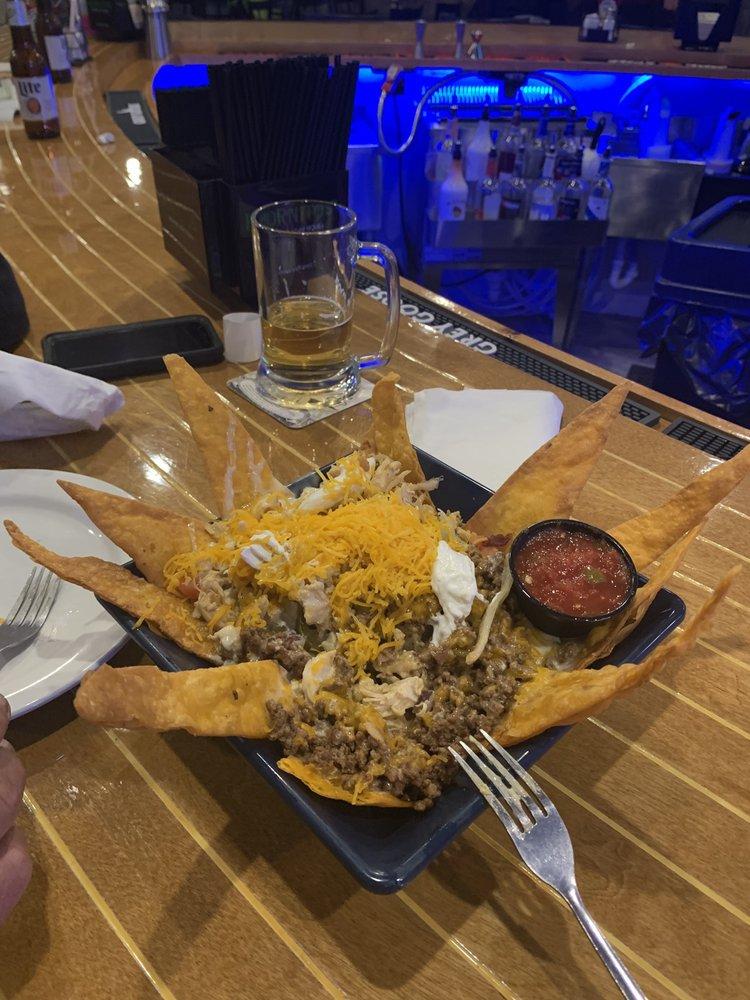 Ralph's Harborview Bar & Grill: 570 Moors Rd, Gilbertsville, KY