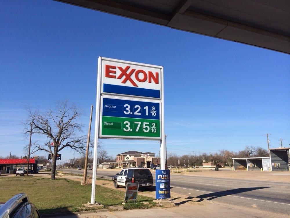 Exxon: 100 Main St, Calvert, TX