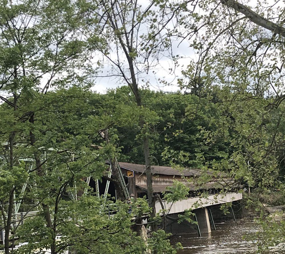 Harpersfield Covered Bridge: Harpersfield Rd, Geneva, OH