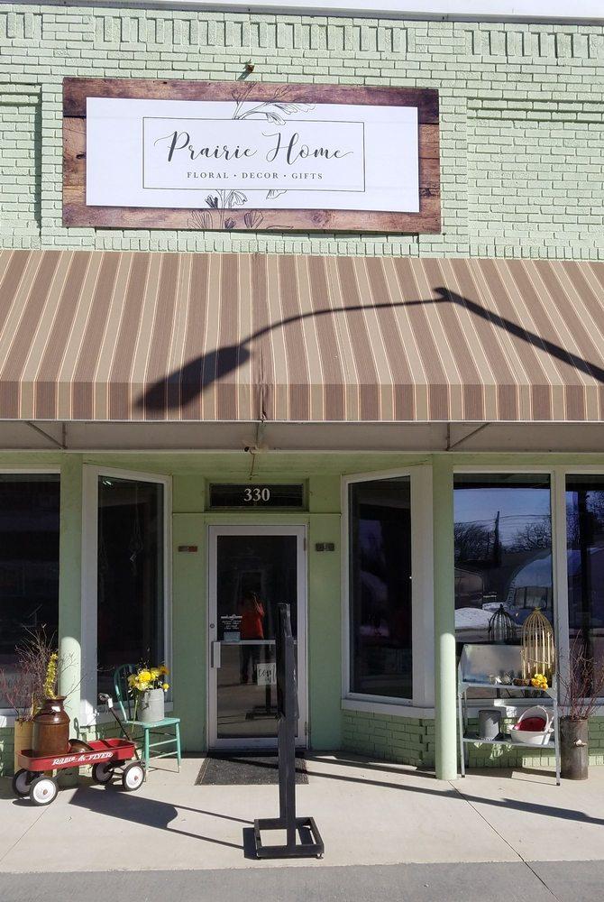 Prairie Home Floral: 330 E Main St, Blooming Prairie, MN