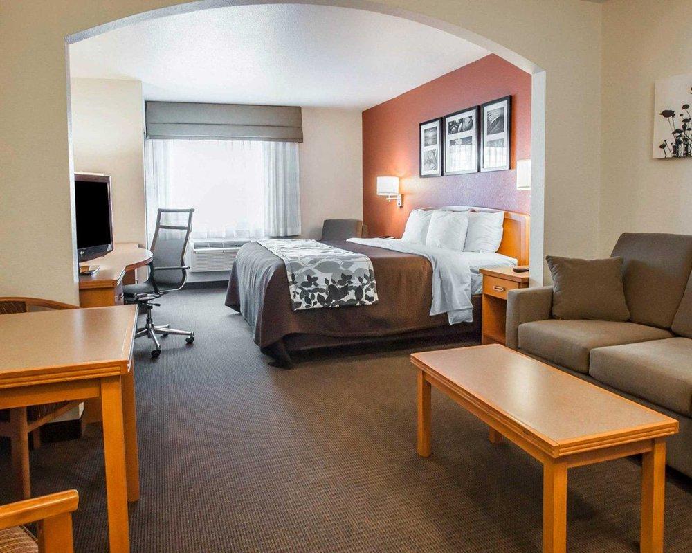 Sleep Inn & Suites Lake of the Ozarks: 1390 East US Hwy 54, Camdenton, MO