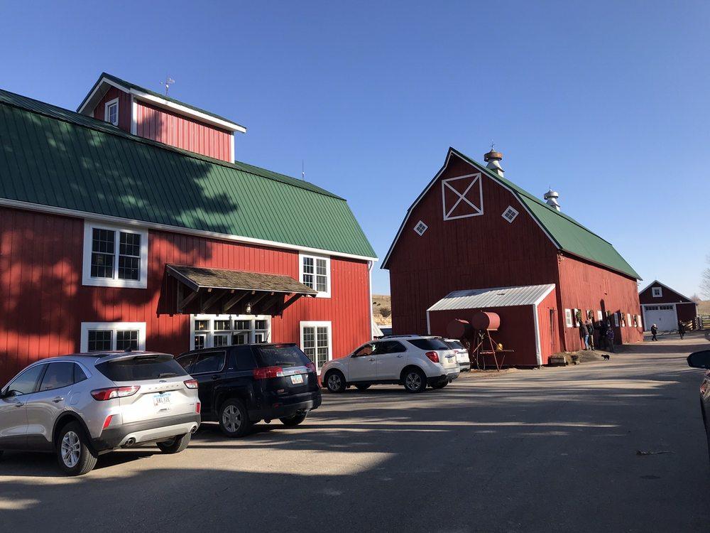 Irish Meadows Alpaca Farm: 23477 Bellevue-Cascade Rd, La Motte, IA