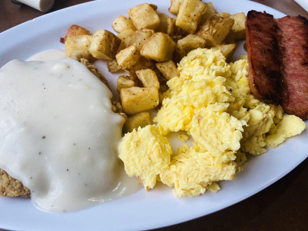 Dottie's Kitchen: 8287 S Main St, Helen, GA