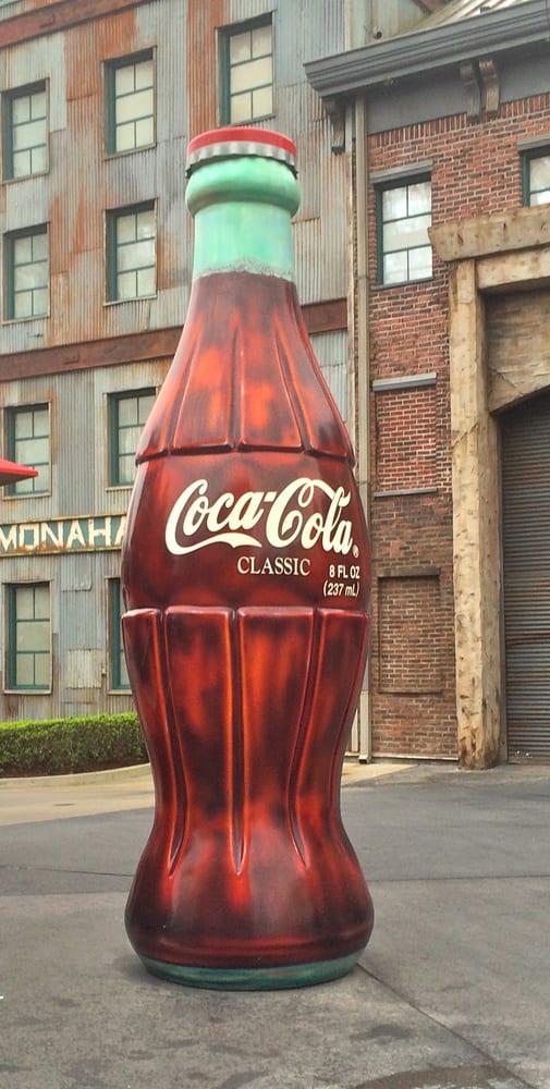 Coke Bottle Stand: Mickey Ave, Orlando, FL