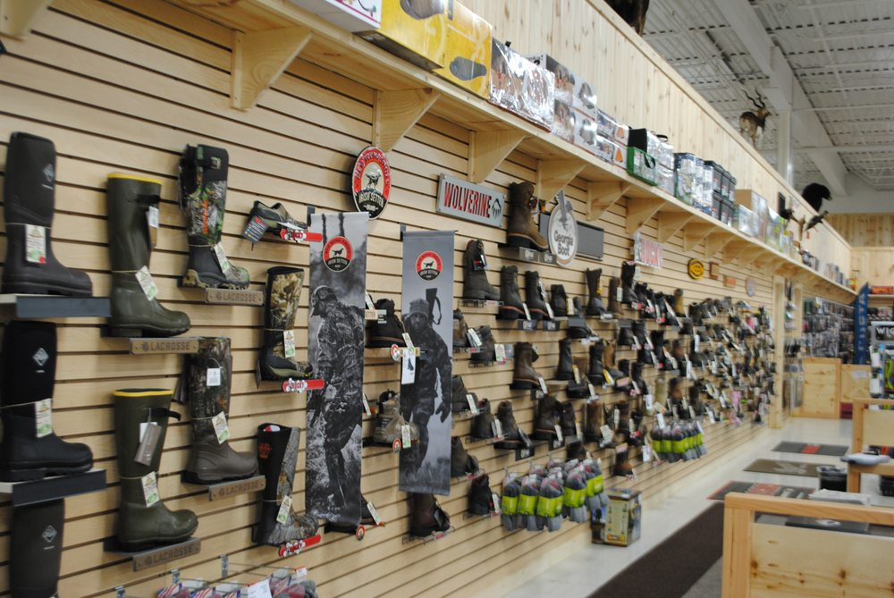 Fin Feather Fur Outfitters - Boardman: 1138 Boardman-poland Rd, Youngstown, OH