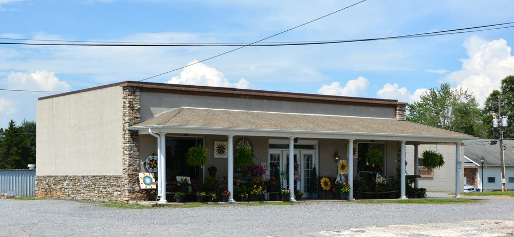 Boonville Flower & Decor: 106 W Main St, Boonville, NC