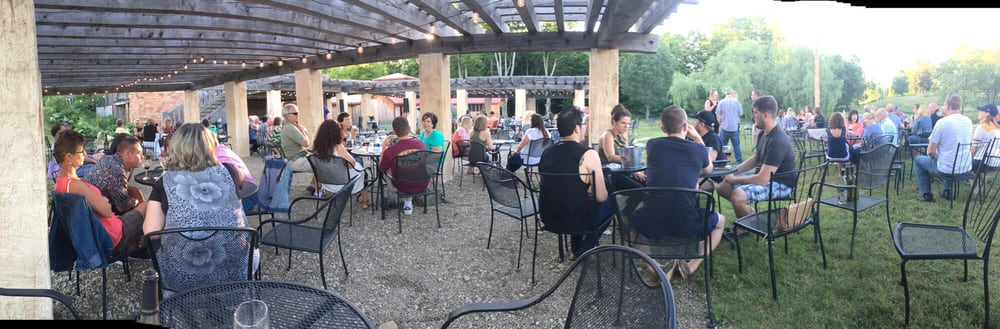 Lago Inn & Winery: 4340 East Lake Rd, Jamestown, PA