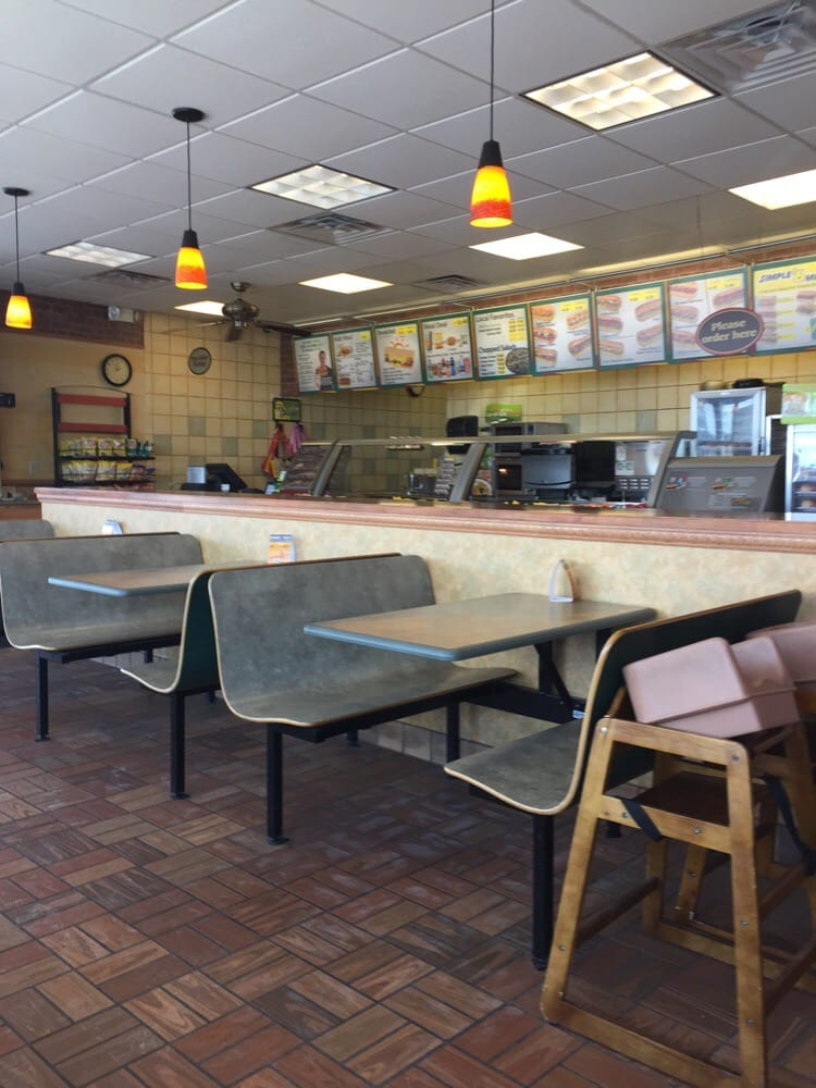 Subway: 940 Baldwin Plaza Dr, Baldwin, WI