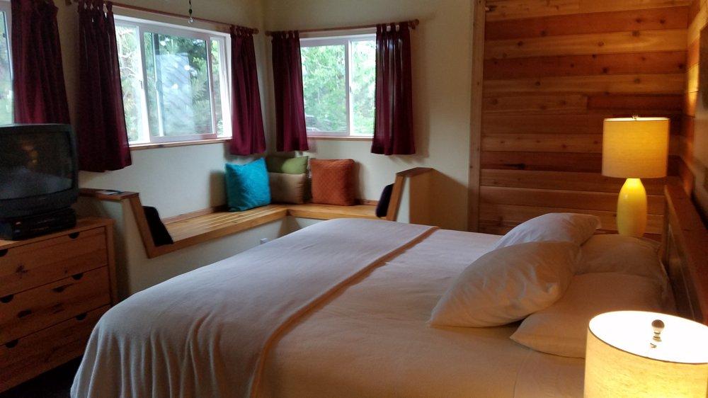 Atomic Chalet Bed & Breakfast: 6917 E 100th S, Huntsville, UT