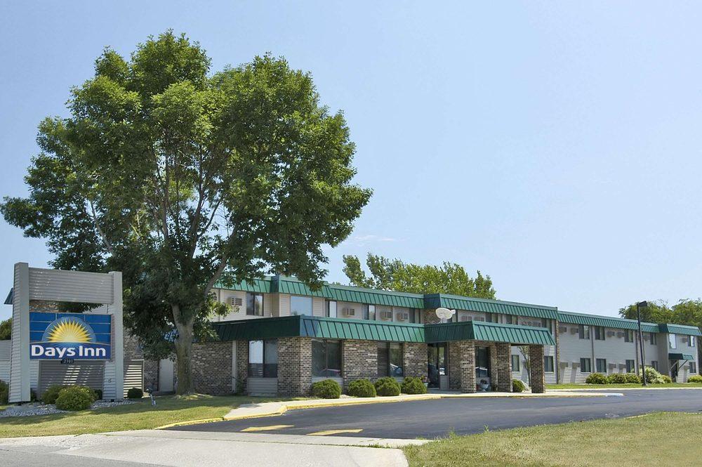 Days Inn by Wyndham Mason City: 2301 Fourth Street Southwest, Mason City, IA