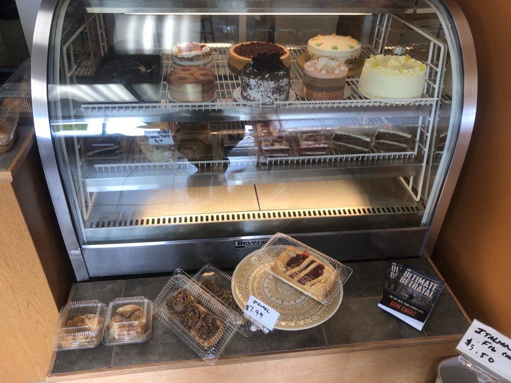 Kalindi's Cakes and Pies: 18683 East 10 Mile Rd, Roseville, MI
