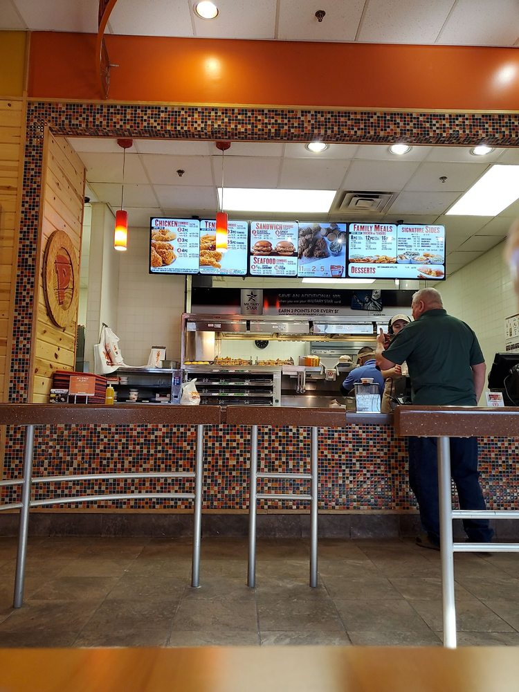 Popeyes Louisiana Kitchen: 744 1st St Bldg 33, Holloman AFB, NM