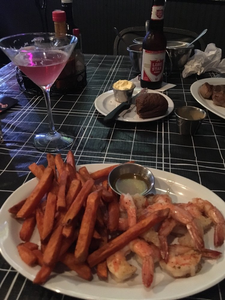 The Piano Bar and Steakhouse: 1700 W Cameron Ave, Rockdale, TX