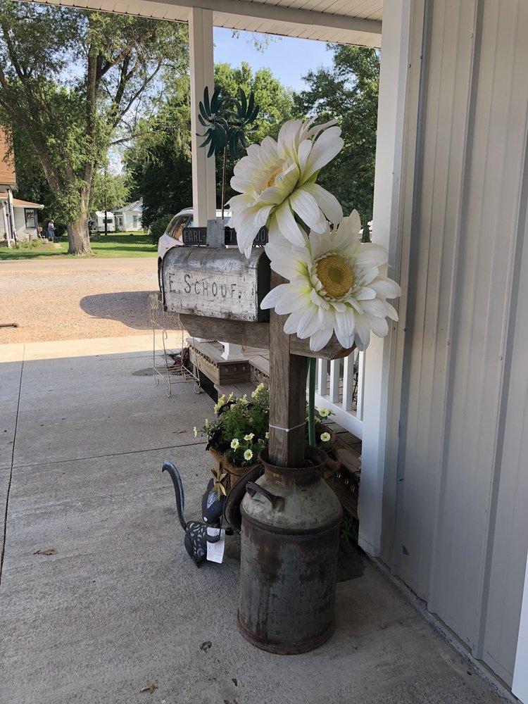 Sugar Shack Country Candles: 707 5th St, Edgar, NE