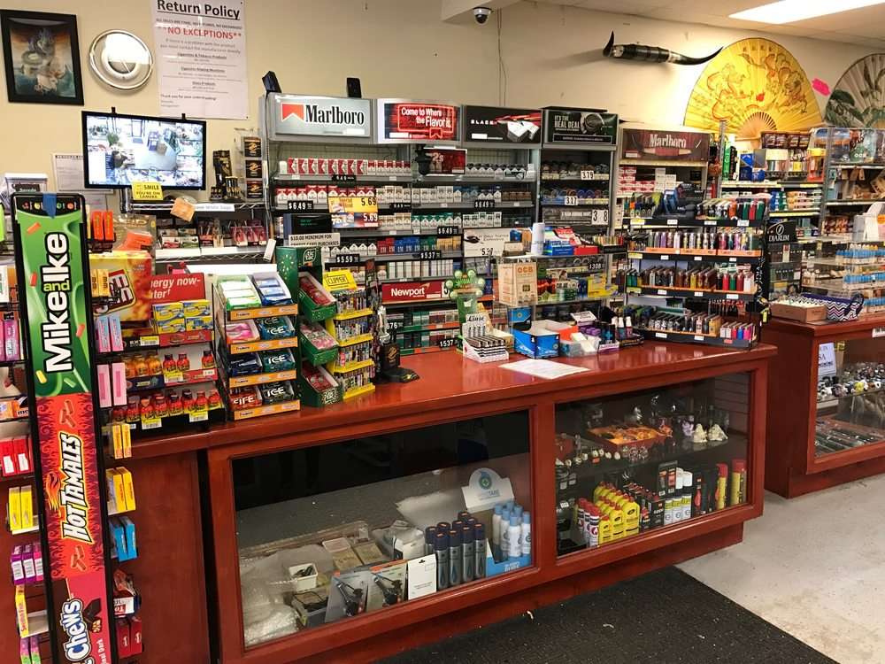 PLG Smokes & Things: 601 E Main St, Lebanon, OH