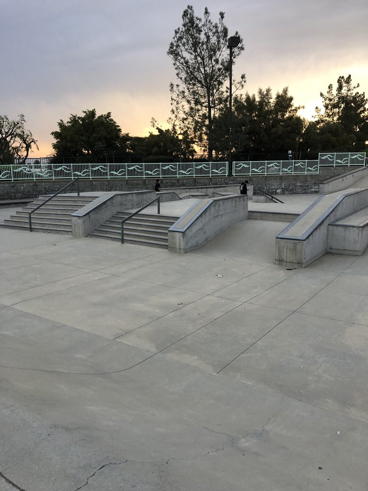 Irwindale Skate Park at Jardin de Roca Park: 5050 N Irwindale Ave, Irwindale, CA