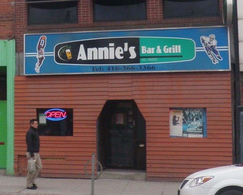 Annie's Bar & Grill