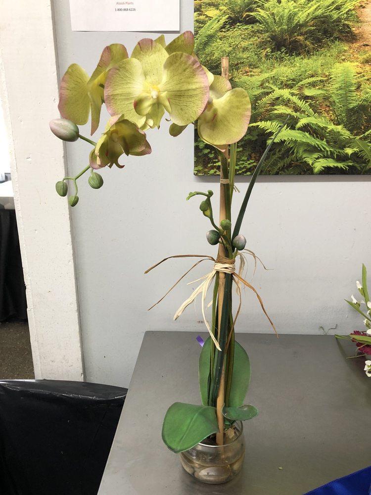 4 The Season Florist: 306 S Wall St, Benson, NC