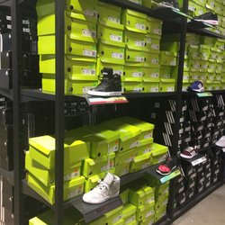 adidas outlet wrentham