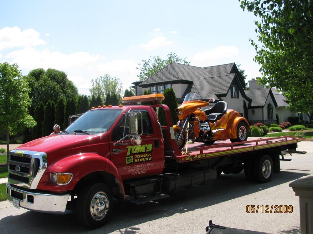 Tom's 24 Hr Towing Service: 420 S Dirksen Pkwy, Springfield, IL