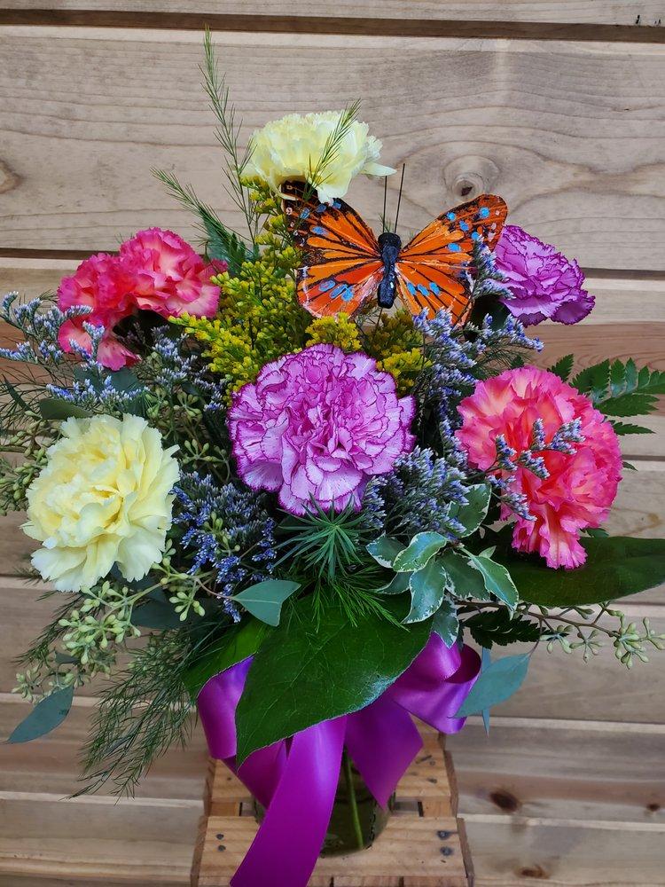 Skuteviks Floral: 305 Broadway St, Cloquet, MN