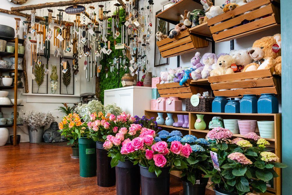 Roaring Oaks Florist: 349A Main St, Lakeville, CT