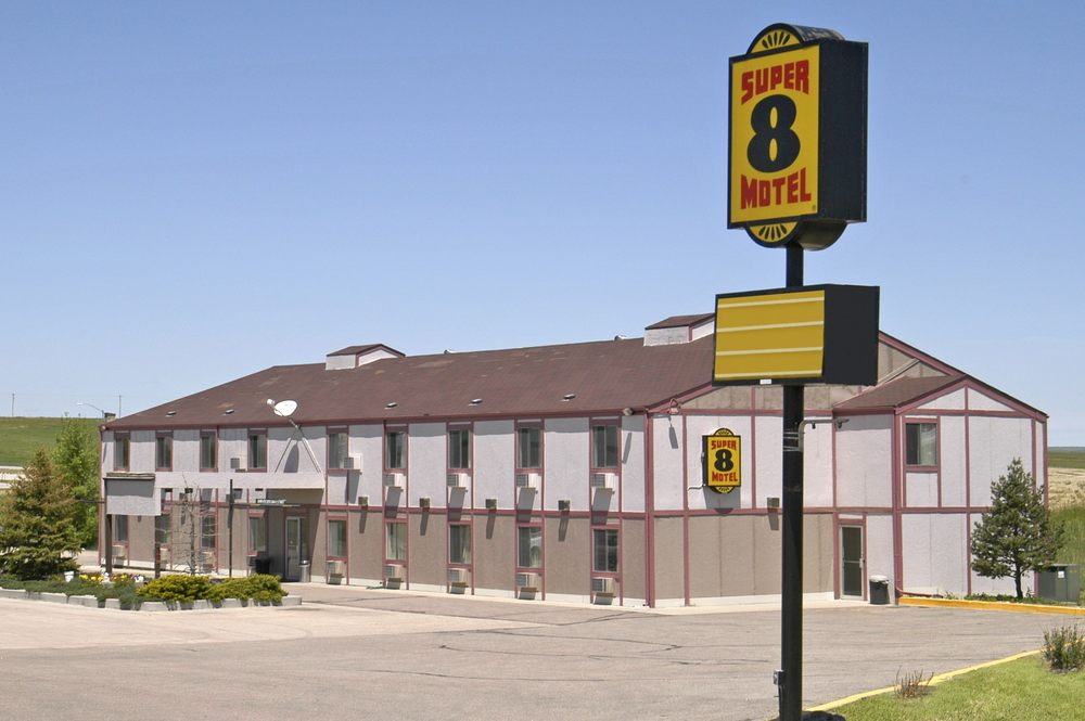 Super 8 by Wyndham Limon: 937 US Highway 24, Limon, CO