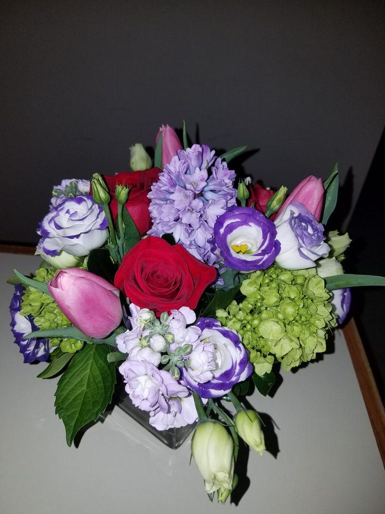 Flower House: 200 Pleasant St, Marblehead, MA