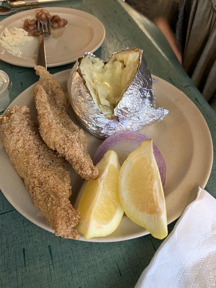 Fish Nest: 164 Highway 70 E, Glenwood, AR