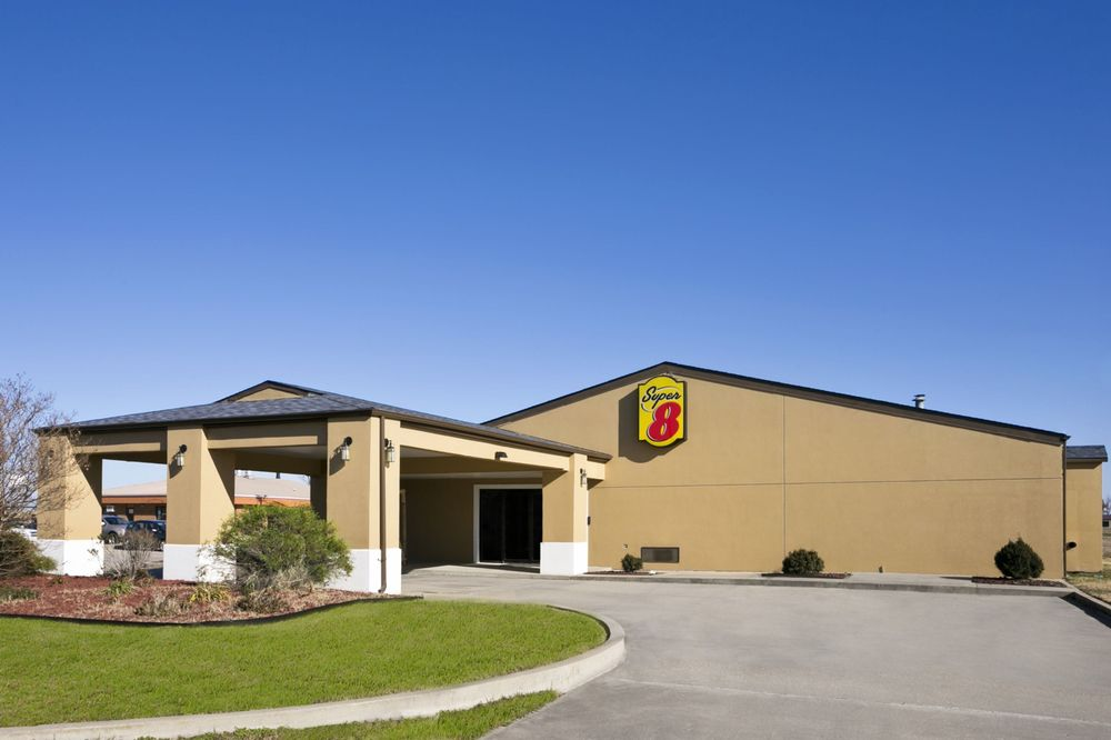 Super 8 by Wyndham Charleston MO: 310 South Story St., Charleston, MO