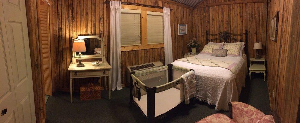 The Caroline House: 811 Caroline St, Montgomery, TX