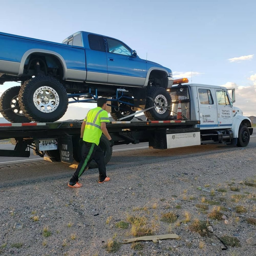 Tapia's Towing: 56988 Lakeview Dr, Baker, CA