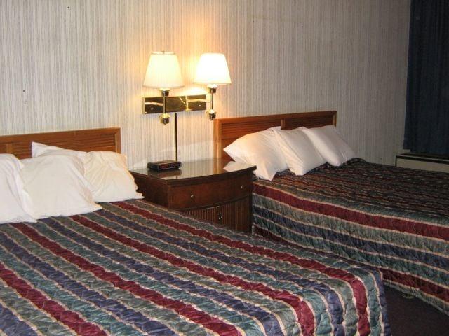 Americas Best Value Inn: 201 W Rives Rd, Clinton, MO