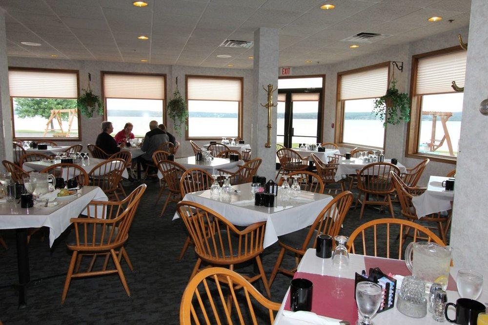 Baraga Lakeside Inn: 900 US 41, Baraga, MI